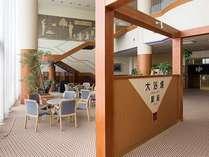 大浴場「星座」への入口・湯上りラウンジ。1階が男湯、2階が女湯となっております