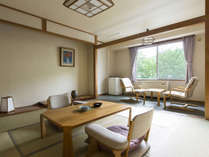 聴水閣和室一例。ほっと落ち着く、スタンダードな和室です。