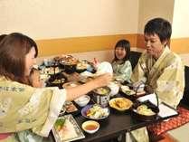 【お食事処せきれい】掘りごたつのお席でゆっくりとお食事を楽しむことができます。