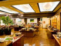 【こもれびダイニング】2016年秋にリニューアル。木のぬくもりと北海道の自然を感じるレストランです。