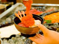 【夕食バイキング】海鮮丼はいくらもかけ放題です。