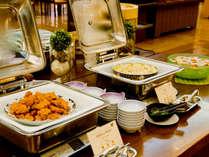 【夕食バイキング】唐揚げや餃子など、お子様に人気の定番メニューも。