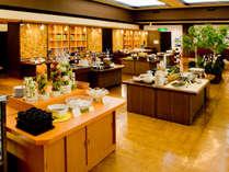 【夕食バイキング】北海道産食材をメインに、70品ものお料理が並びます。