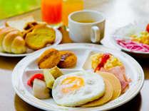 【朝食バイキング】パンケーキなど、洋食派にもおすすめのメニューを多くそろえております。