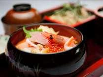 和風お食事処「丹頂」の自慢の海鮮丼