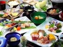 【夕食】季節の美味しさがギュッと詰まった会席料理。自家製の野菜や手作りに拘った味をお愉しみ下さい/例