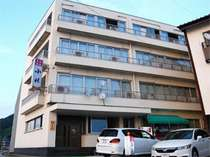 鉄筋コンクリート4階建の旅館です!!