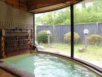 *[竹式冷却装置・湯雨竹(ゆめたけ)]高温の源泉を加水なしで冷ますことができる竹式冷却装置