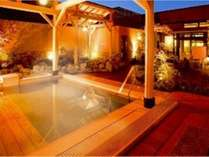 ホテルから徒歩5分の温泉施設「極楽湯」♪フロントにてお得な入館券も販売。