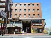近鉄大和八木駅より徒歩4分。橿原市中央街でビジネス・観光のベースとして好適。