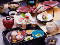 <夕食一例>料理長が四季それぞれの地元の食材を吟味し腕をふるった自慢の会席料理です☆