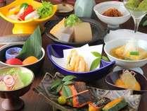 提携店・なごみ屋「連」の花コース。旬の食材で京都の夜を彩ります。※季節により、若干のメニュー変更有。