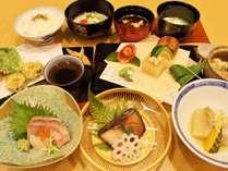 驚異のクチコミ満足度4.7点!当ホテルより徒歩1分「お食事 ほうざん」で、コラボ限定京料理コース付!
