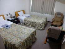 2F206号室。バストイレ付ツインルーム。日当たりのよいお部屋です。