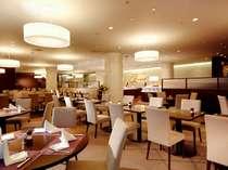2階 レストラン・フィガロ    朝食はこちらでお召上がりいただけます。