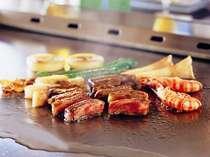 31階 鉄板焼・さざんか  新鮮なお肉・魚貝類・野菜をお客様の目の前で調理いたします。