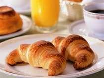 ホテルベーカリー特製のパンも大好評!朝食バイキング:2階レストラン・フィガロ 6:30~10:00
