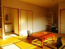 連泊やスキーの方もゆったり使える収納が広めのお部屋です