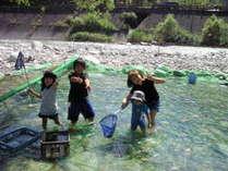 【お子様歓迎】≪夏休み満喫≫ 自然に囲まれ魚のつかみ取り体験♪ 美人の湯と板長自慢の懐石料理満喫♪