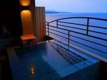 【露天風呂付客室】夕暮れ時の露天風呂-10階からの眺め-