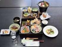 *【ご夕食】地元食材を使用したお料理をご用意◎※お料理は季節によって変わります。