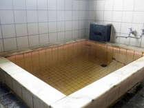 *内湯/男女別内風呂1か所ずつ。疲労回復に効果のある戸狩温泉です。