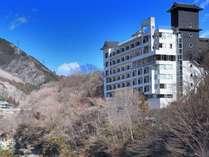 外観、どのお部屋も鬼怒川に面して素晴らしい景観です。
