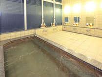 【大浴場】大きな湯船は足を思いっきり伸ばしても余裕の広さ♪
