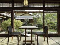 *【お食事処】中庭を眺めながら、お食事を満喫。