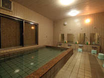 24時間入浴OK!広めの湯船でゆっくりと疲れを癒す・・・♪