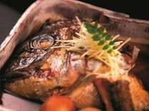 """≪板長おすすめ極上会席≫当館自慢の匠の味""""鯛の兜煮""""を堪能!人気おもてなし弁当付き"""