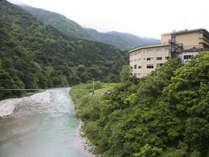 清流黒部川を望む「サン柳亭」