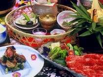 赤と脂身の絶妙なバランスで肉質が良いと評判の「高森和牛」。日毎調理方法を変えてのご用意。(一例)