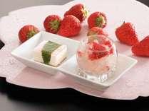 女子のココロをくすぐるデザートも料理長手作り。日替わりで登場♪(桜レアチーズ&紅ほっぺジュレ:一例)