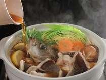 彩り豊かな鍋。瑞々しいお野菜と新鮮な天然のお魚たっぷり!(※季節鍋一例)