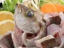 彩り豊かな季節鍋。(一例)瑞々しいお野菜や新鮮な天然魚がたっぷりと入って健康にも配慮しています。