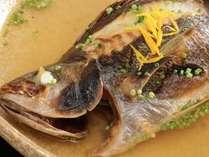 その日一番の天然のお魚を造里・焼物・煮物・鍋物などに調理致します。(写真は季節一例)