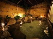 加温・加水一切なしの自家源泉100%かけ流しの露天風呂。夜間の入浴は24時迄となります。