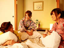 ◆美味しいお料理に会話も弾み、美肌湯でお肌のお手入れした後は、夜な夜なおしゃべりに花を咲かせて♪