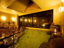 ◆肌に良い硫黄分を含む良質な自家源泉と、湯田温泉の源泉がミックスされ、2種の源泉湯があふれ出る大浴場