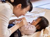 ◎絶賛育児中の若女将による親子でベビーマッサージ体験プラン◎パパママと赤ちゃんのスキンシップに最適!
