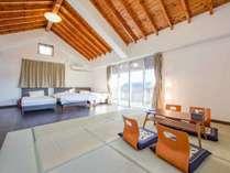 【2F寝室】シングルベッド3台と布団5枚を敷くことができます
