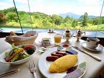 ダイニングルーム ジャルダン デ テの朝食。お好みの卵料理をオーダーしてください♪