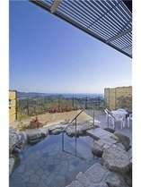 ★露天風呂付き和洋室「岩」タイプ。広い眺望とお庭にあり開放感抜群
