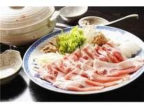 ★秋~冬にかけて人気のイノブタ鍋。おすすめは料理長特製の味噌出汁