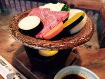 【宮崎牛の陶板焼き】国内屈指の黒毛和牛の産地宮崎県。最上級の豊潤で奥深い味わいをご賞味ください。