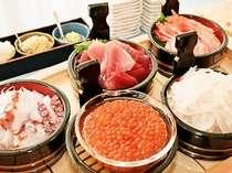 旬のお刺身が朝食で楽しめる♪自分好みの海鮮丼をどうぞ。-浜の朝ご飯
