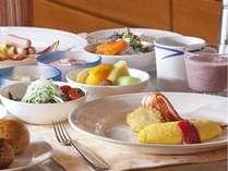 【朝食ビュッフェ】オープンキッチンで作るふわふわオムレツは人気メニュー♪