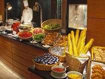 【朝食ビュッフェ】約50種類のお料理をお楽しみいただける朝食ビュッフェ/6:30am~10:00am