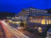 夕暮れのホテル。 暮れ行く東山の空を眺めながらごゆっくりお過ごし下さい。